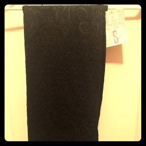 NWT black paisley cassie